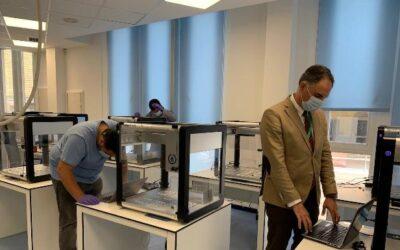 El Hospital Regional de Málaga comienza a instalar el robot que puede analizar 2.400 PCR al día